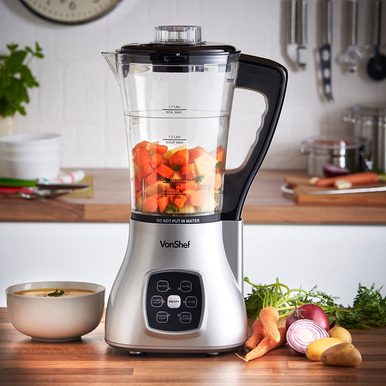 Priced at under £40, the VonShef is a very cheap soup maker and comes packed with tons of features.