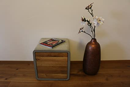 Beton Cube mit Eichenturen: Couchtisch / Beistelltisch / Nachtkästchen von DEVIGA