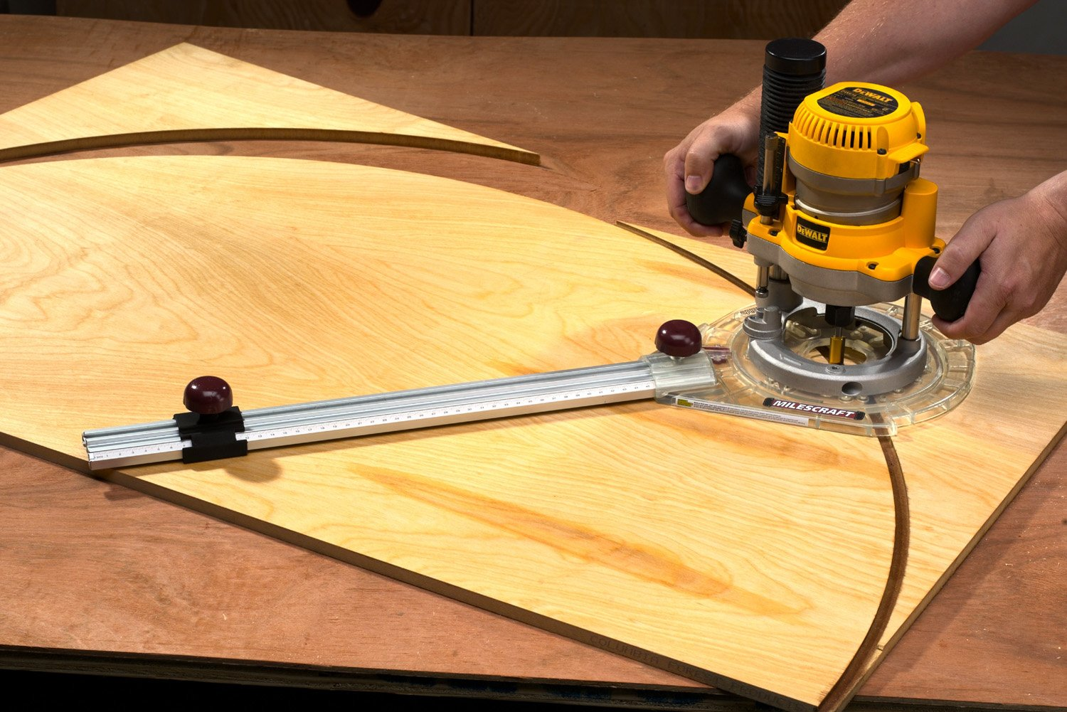 how to cut a circle in wood without power tools