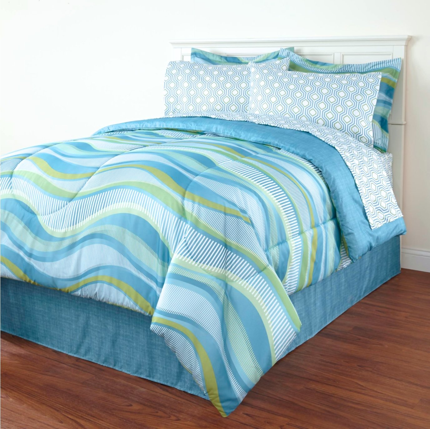 Blue Wave Queen Comforter Set (8 Piece Bed in a Bag) Beach House