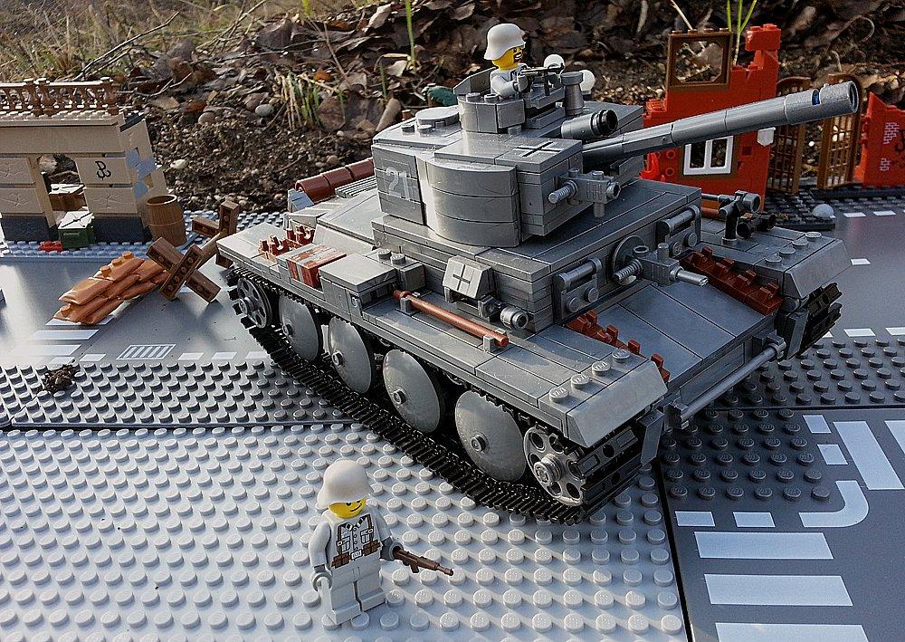 Modbrix 82009 – ✠ Bausteine Panzer T-34 Beutepanzer, knapp 900 Teile, inkl. custom Wehrmacht Soldaten aus original Lego© Teilen ✠ günstig bestellen