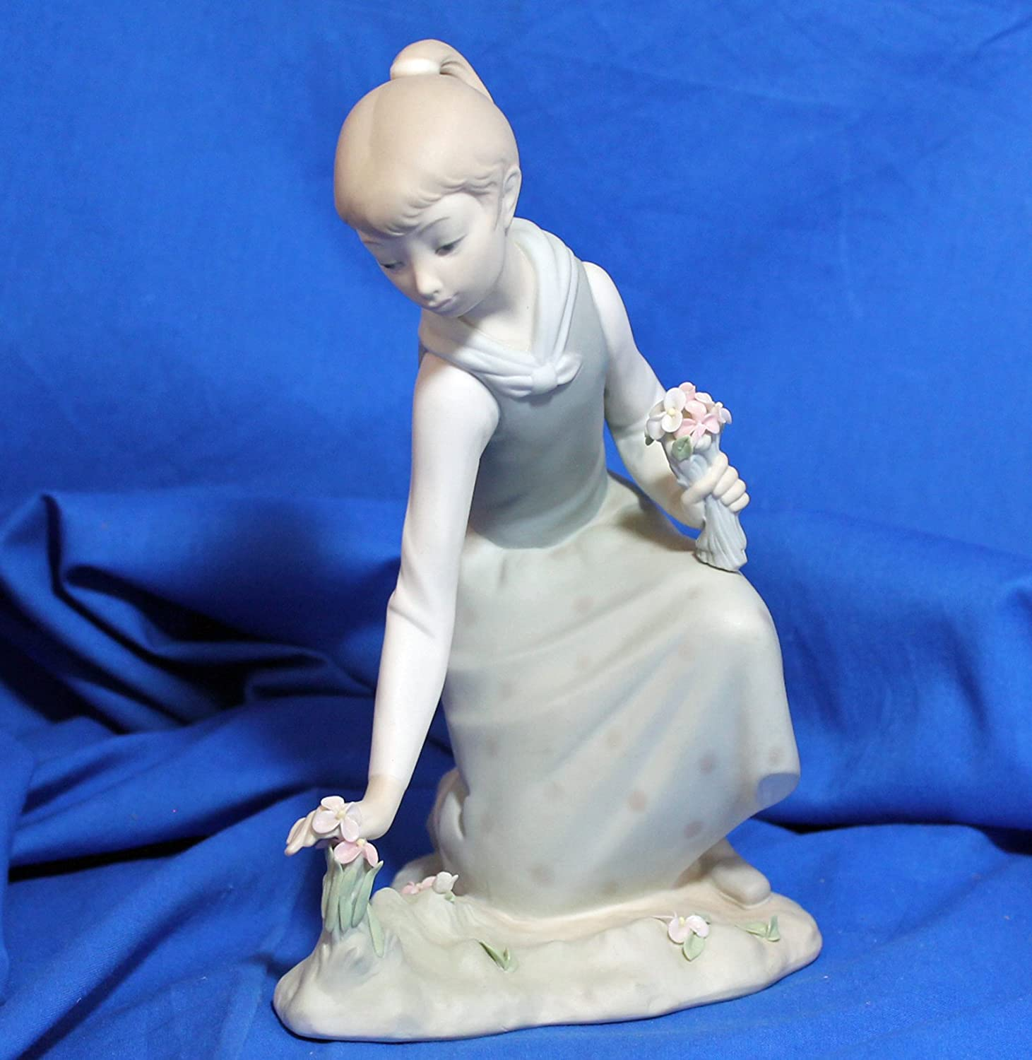 6-1//4-Inch Cosmos 96651 Cuddle Me with Blossoms Ceramic Figurine