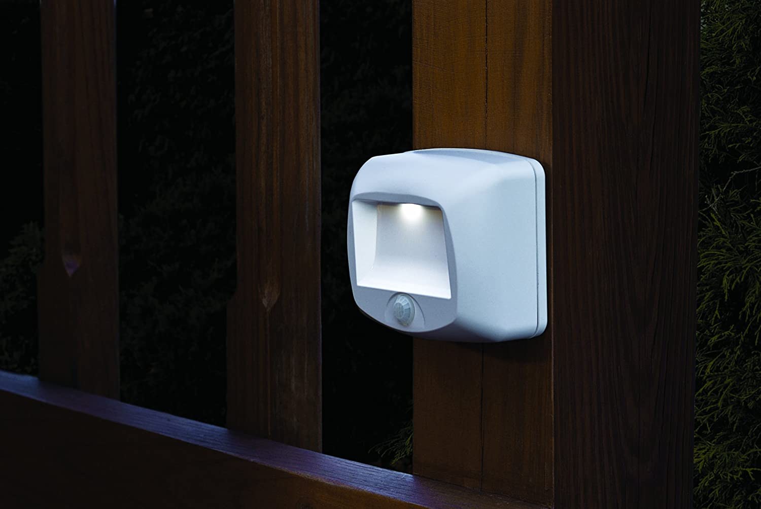 mb 530 battery operated indoor outdoor motion sensing led step light. Black Bedroom Furniture Sets. Home Design Ideas