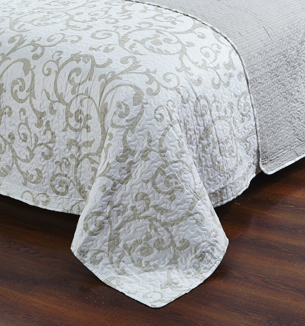 DaDa Bedding Elegant Classical Floral Luxe Couture Jacquard Reversible Quilted Coverlet Bedspread Set - Bright Vibrant Cozy Solid White Print - Queen - 3-Pieces 1