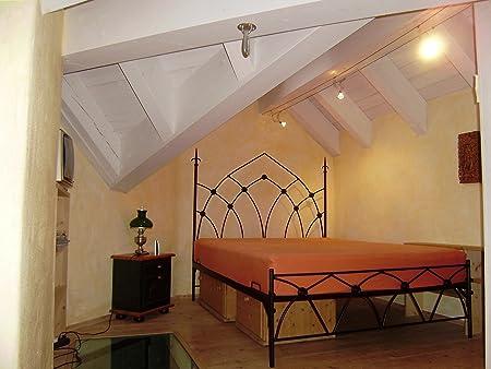 Metallbett massiv im Gothic Design,Bett by rosso di sera, massiv ca 100Kg, Bett by rosso di sera, mit flachem Fußteil (200x200 cm)