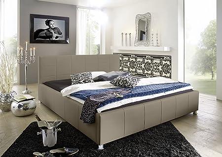 SAM® Design Polsterbett Katja, muddy, pflegeleichtes Bett aus Kunstleder, abgestepptes Kopfteil, Chrom-Fuße, gepolstertes Designer-Bett, 140 x 200 cm