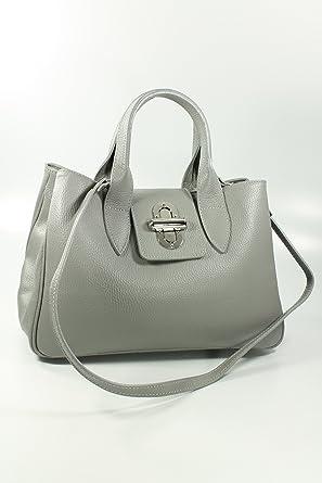 elegante klassische Damentasche Schultertasche Details gold Klappe Kette camel