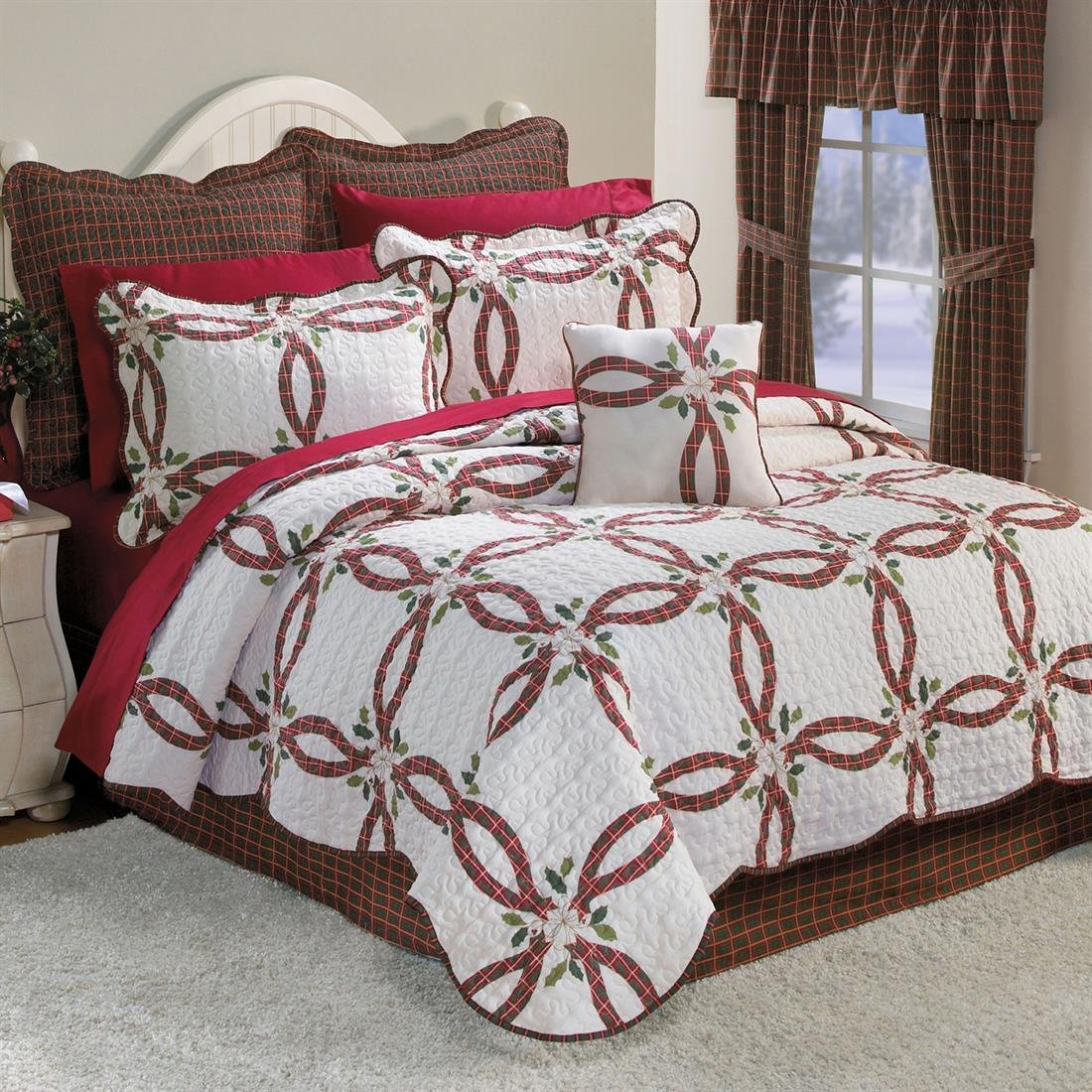 Holly Christmas Quilt Set