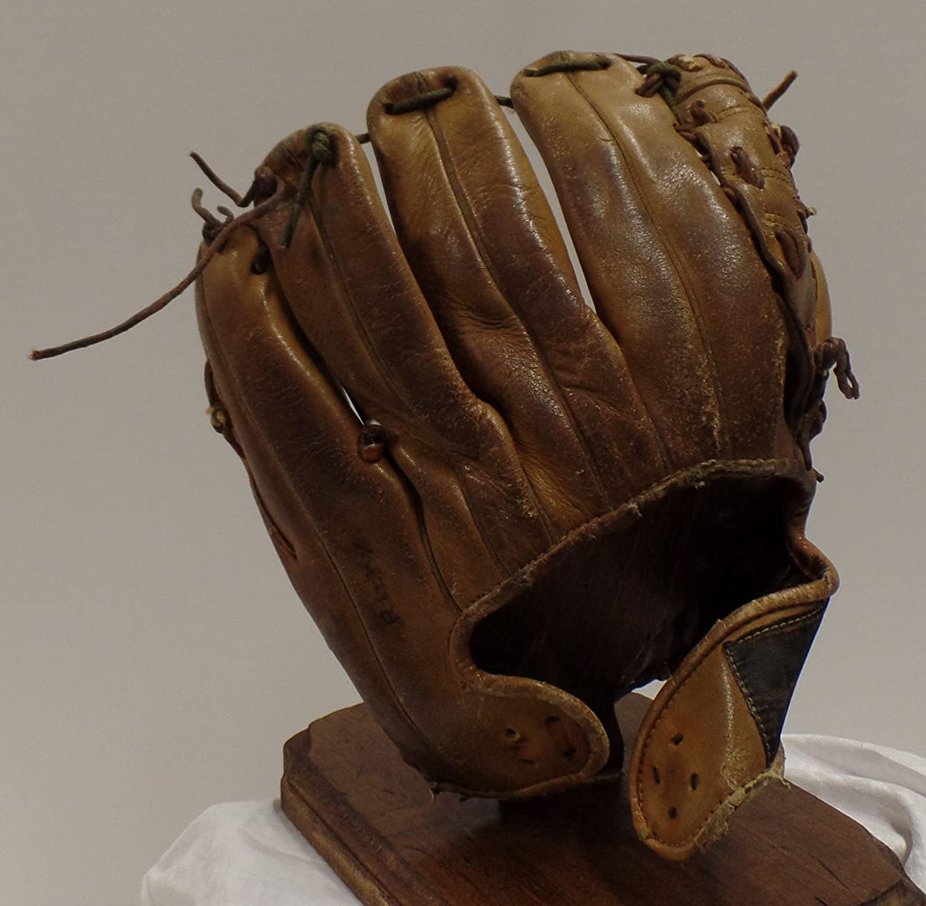 Vintage Clete Boyer Autograph Model 1035 Baseball Glove - Great for Mancave or Baseball Themed Decor (Free Shipping) 4
