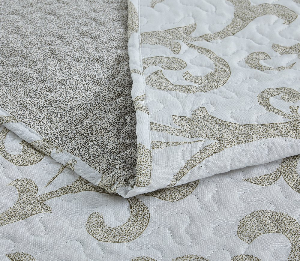 DaDa Bedding Elegant Classical Floral Luxe Couture Jacquard Reversible Quilted Coverlet Bedspread Set - Bright Vibrant Cozy Solid White Print - Queen - 3-Pieces 2