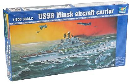 Maquette bateau: Porte-avions USSR Minsk