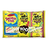 100 Count SOUR PATCH KIDS, SOUR PATCH KIDS Watermelon & SWEDISH FISH Bulk Candy Treat Size Variety Pack, Individual Snack Bags (Tamaño: 100 Count)