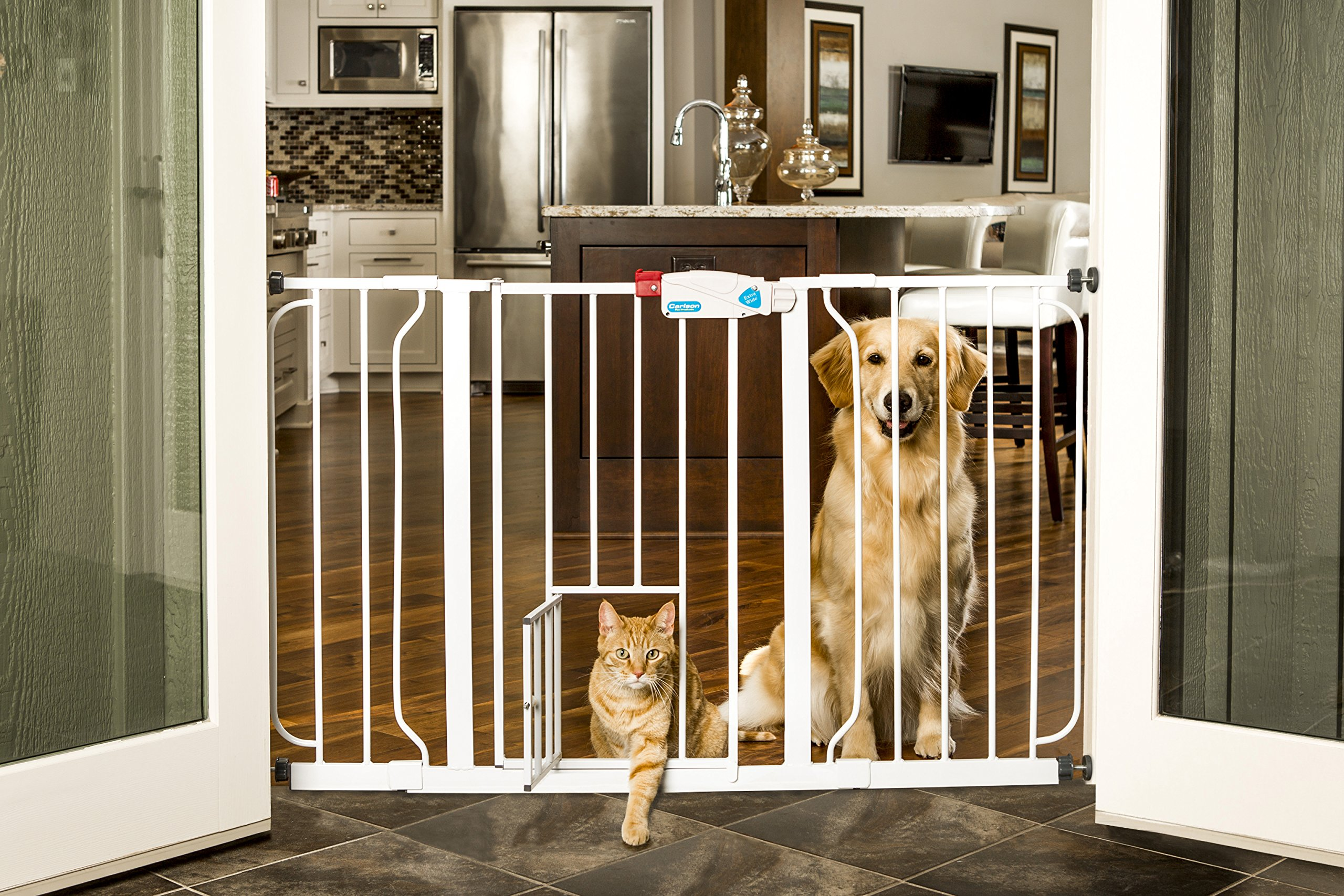 Brand New Carlson Extra Wide Walk Thru Gate Fence With Pet