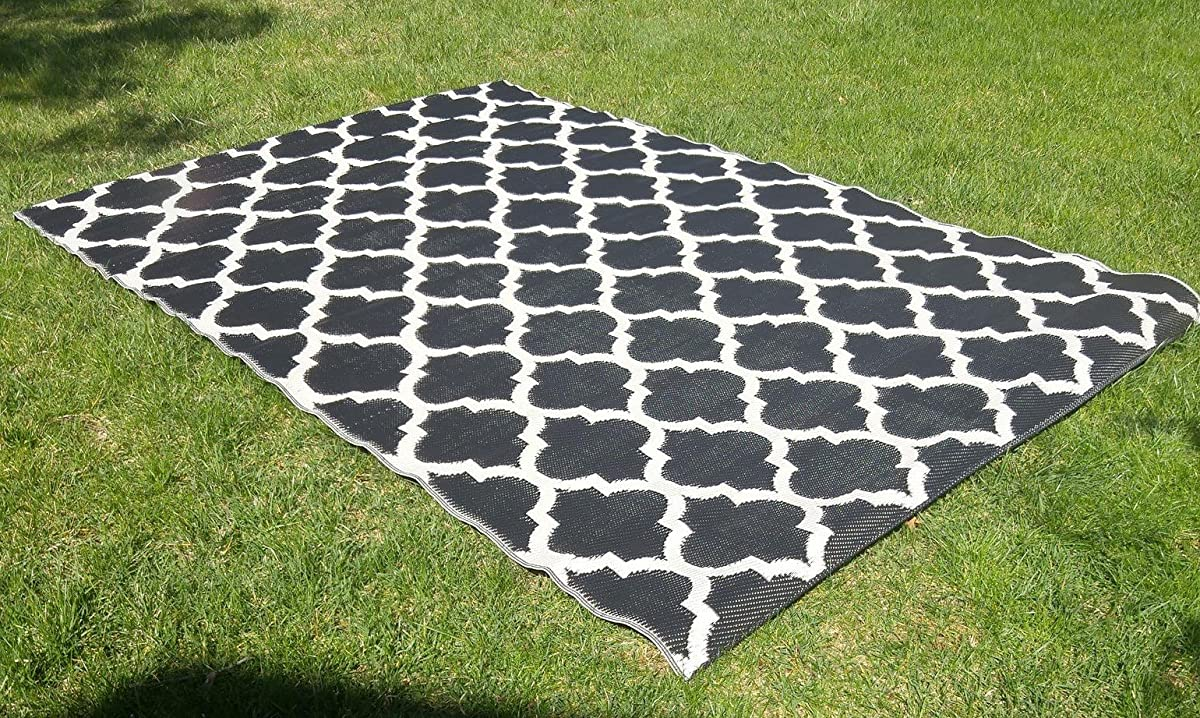 Santa Barbara Collection 100% Recycled Plastic Outdoor Reversable Area Rug Rugs White Black Trellis san1001blk 511 x 93 - Made in USA