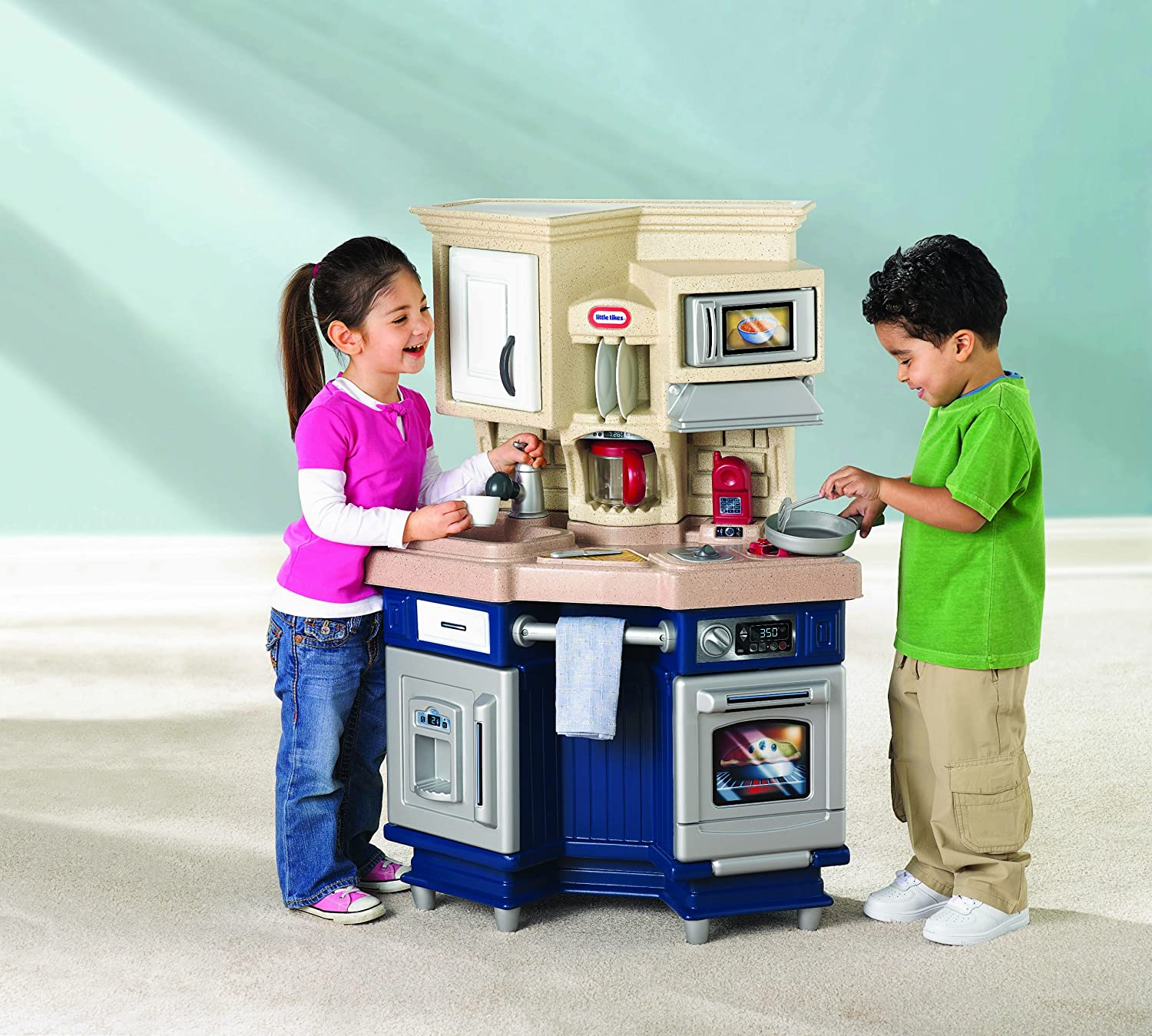 An Image of Little Tikes Super Chef Kitchen