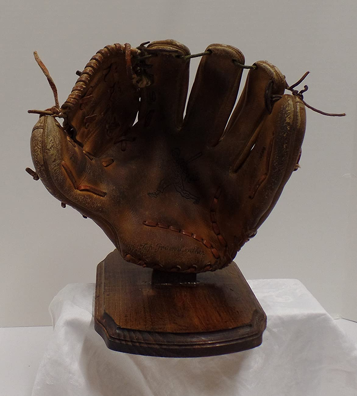 Vintage Clete Boyer Autograph Model 1035 Baseball Glove - Great for Mancave or Baseball Themed Decor (Free Shipping) 0