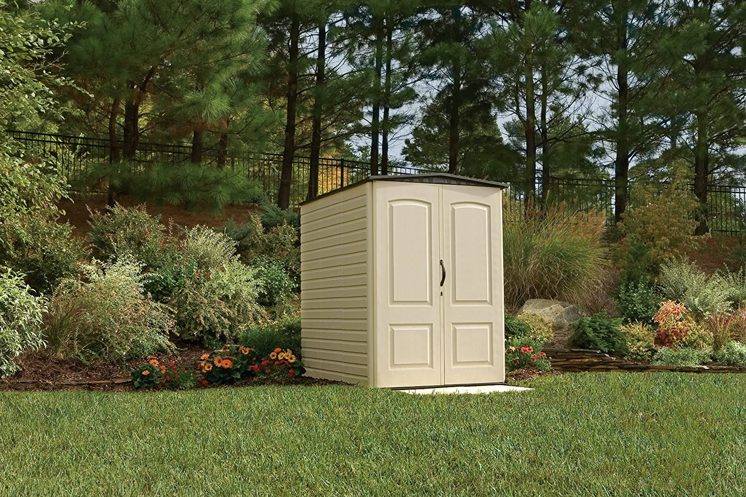 Rubbermaid Plastic Large Outdoor Storage Shed,159-Cubic