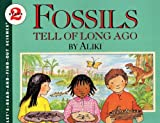 Aliki: Fossils Tell Of Long Ago (Turtleback School & Library Binding Edition) (Let's-Read-And-Find-Out Science: Stage 2 (Pb))