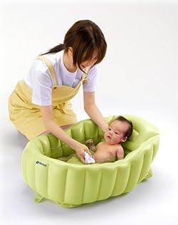 赤ちゃんにやさしいやわらかクッションのベビーバス!
