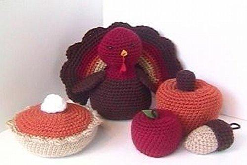 Autumn Crochet Pattern Collection - This crochet pattern set includes instructions to make a turkey (pre-dinner :), pumpkin pie, pumpkin, apple, and acorn.