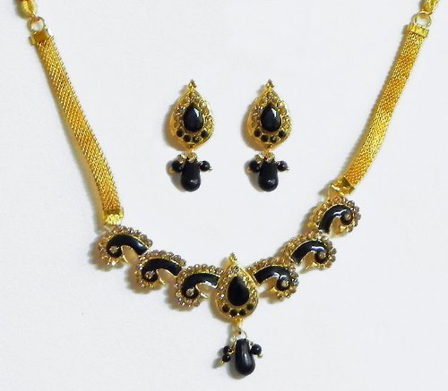Black Stone Studded Necklace With Earrings - Stone And Metal
