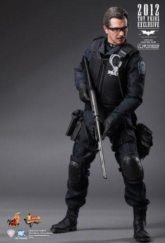 ホットトイズ 『ダークナイト』 1/6スケールフィギュア ジム・ゴードン警部補(GCPD特殊部隊版)